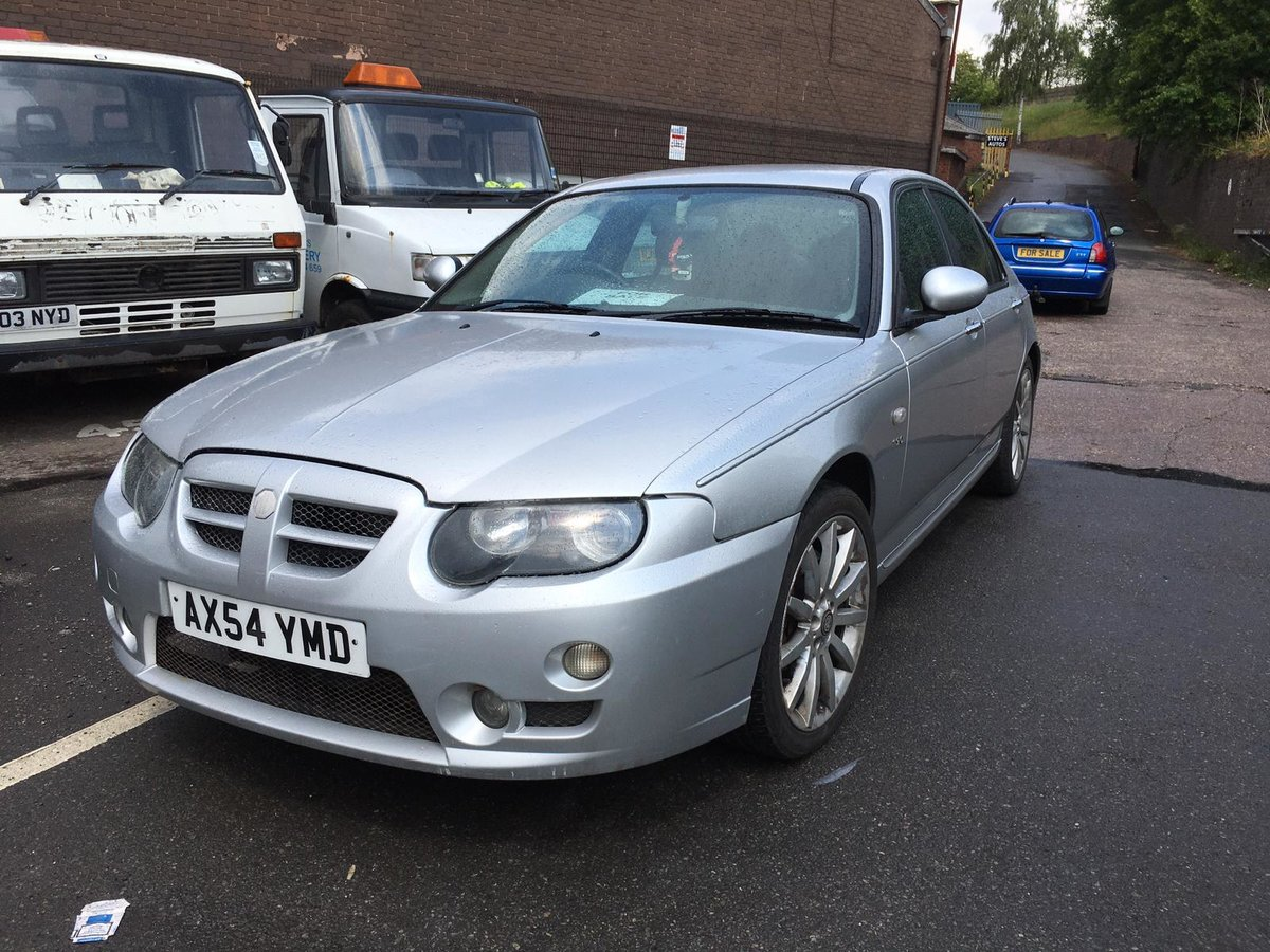 Low mileage 2004 MG ZT 190 2.5 V6 petrol with manual gearbox For Sale (picture 2 of 6)