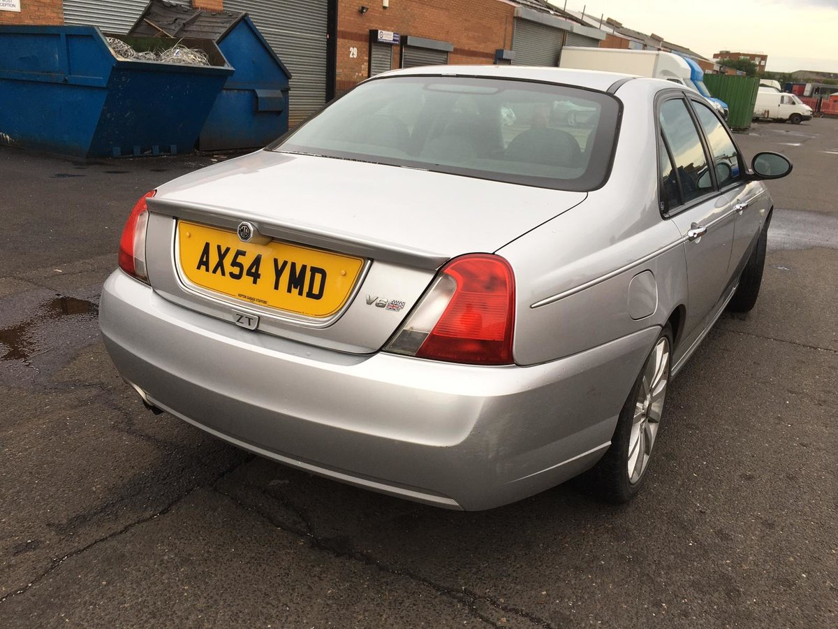 Low mileage 2004 MG ZT 190 2.5 V6 petrol with manual gearbox For Sale (picture 3 of 6)