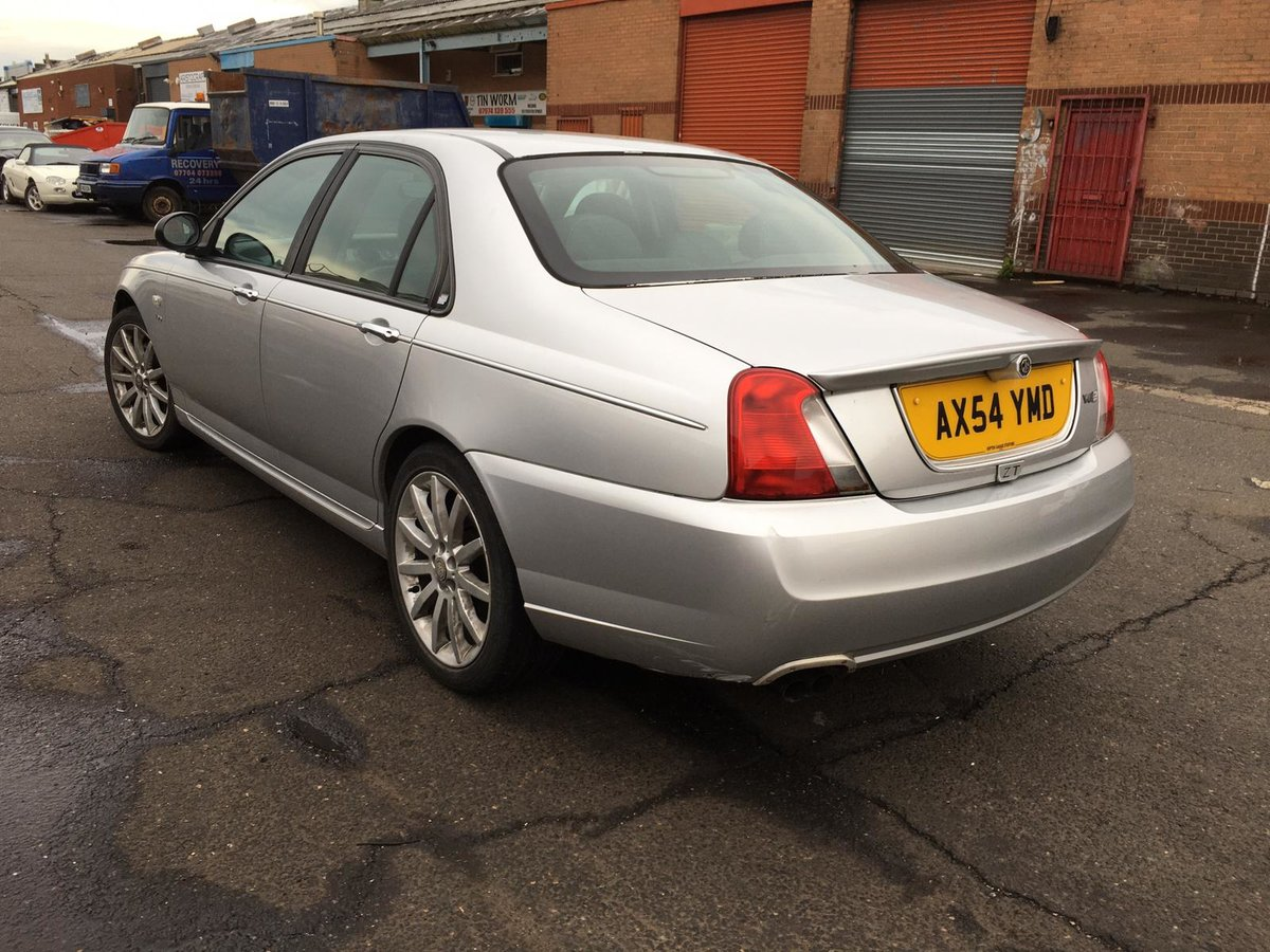 Low mileage 2004 MG ZT 190 2.5 V6 petrol with manual gearbox For Sale (picture 4 of 6)