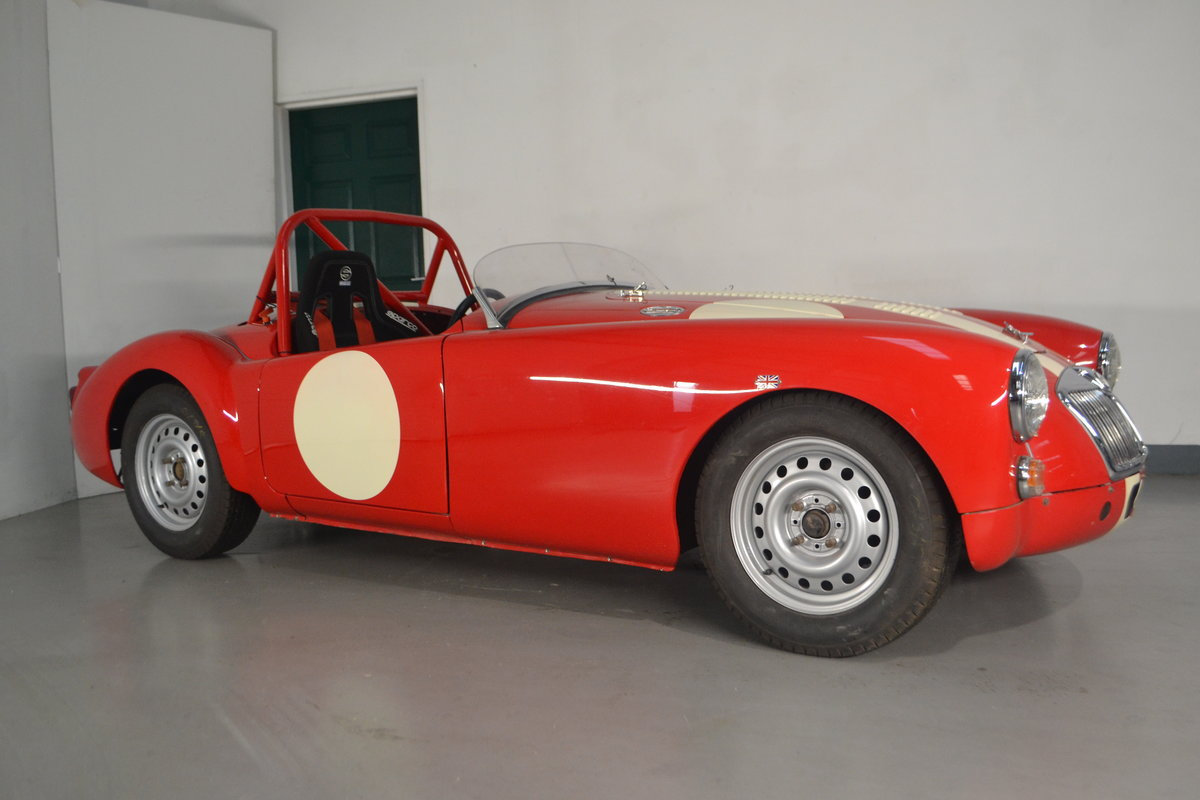 1960 MGA 1600 Roadster FIA race car For Sale (picture 2 of 6)