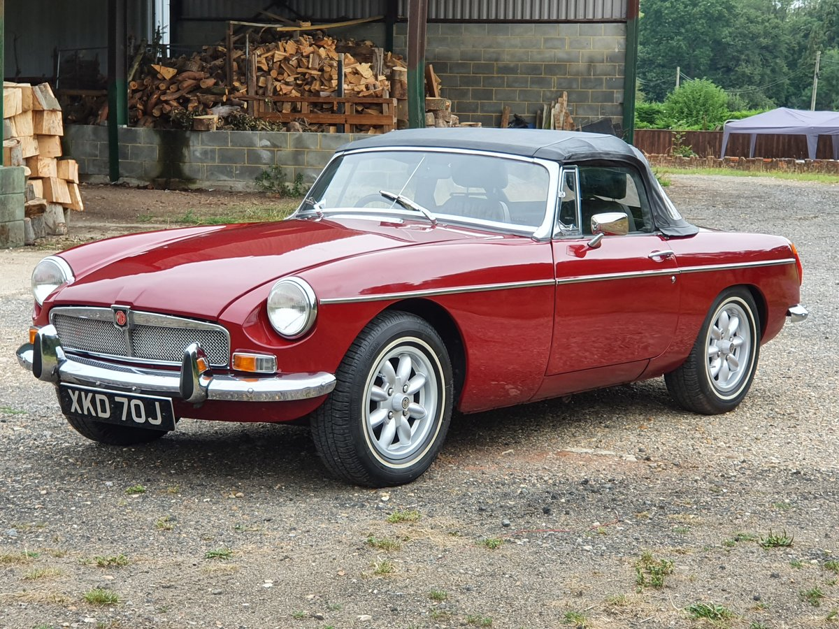 MG B Roadster, 1971, Damask Red For Sale (picture 2 of 6)