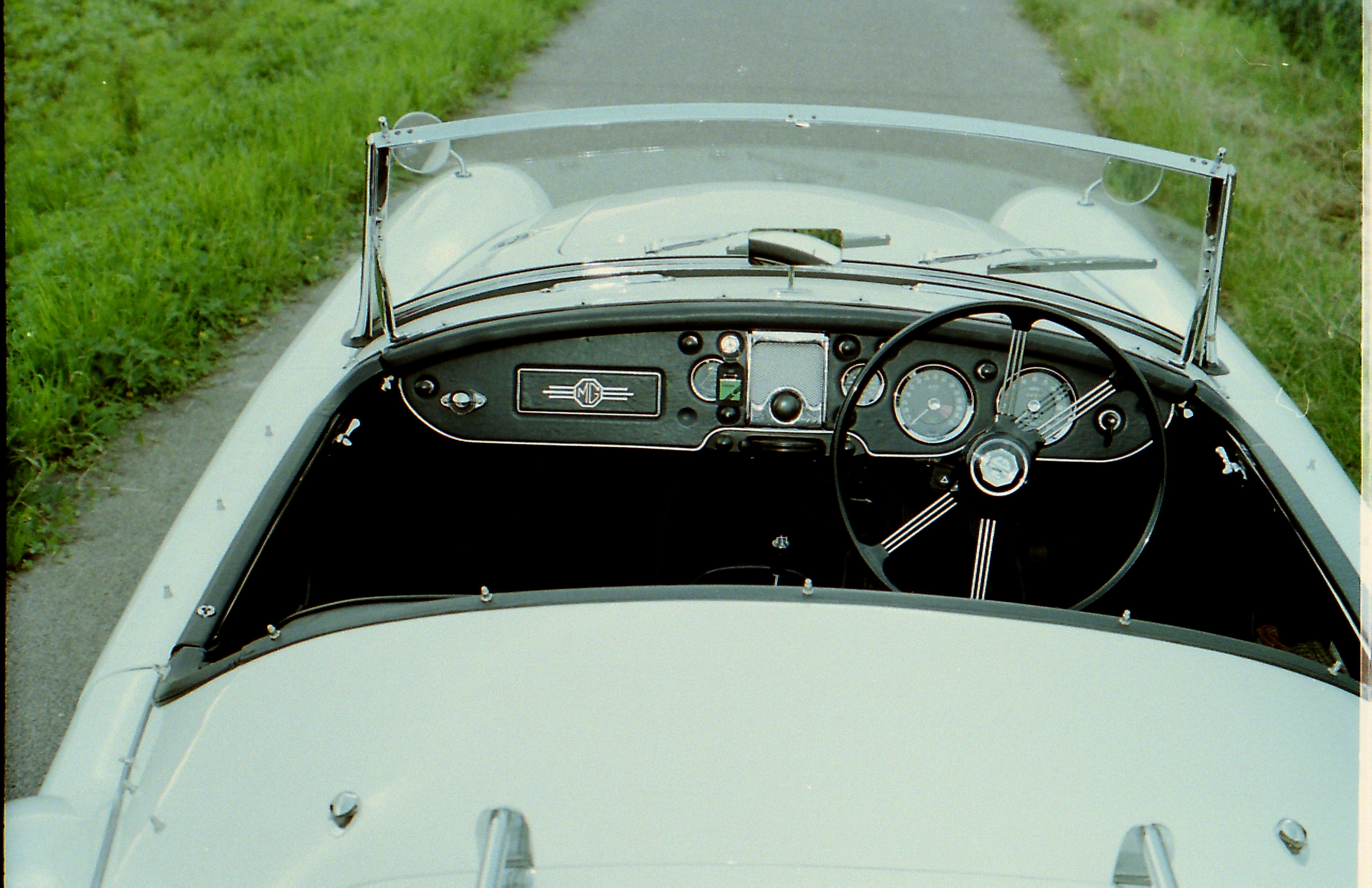 1959 MGA Twin Cam Right Hand Drive Convertible For Sale (picture 3 of 7)