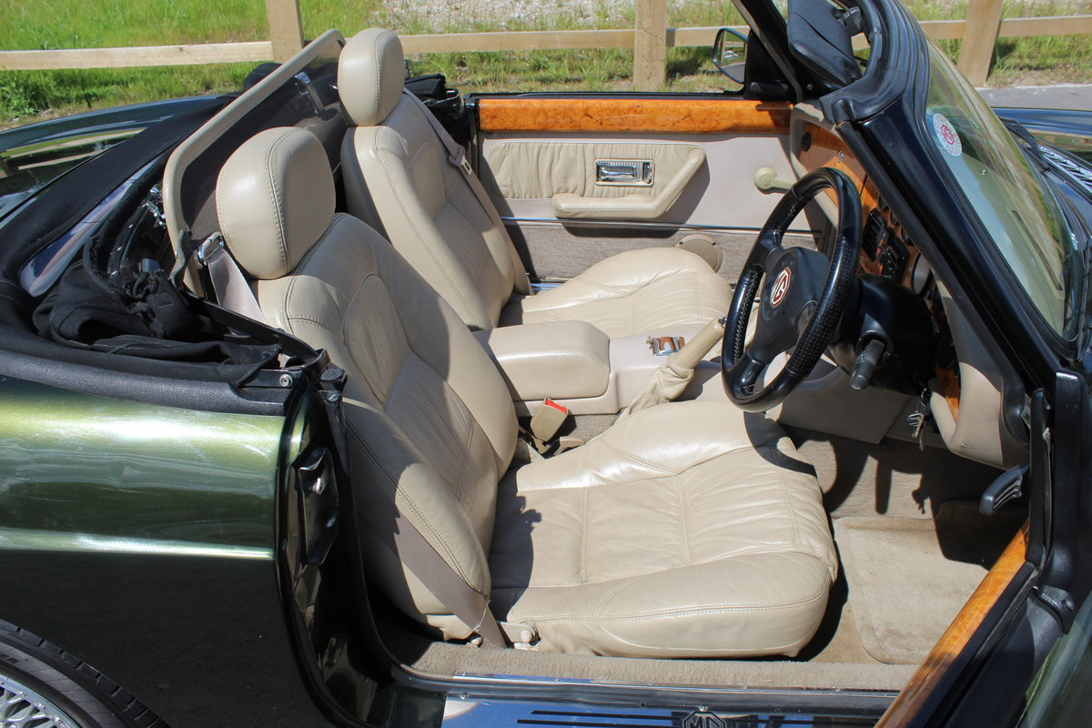 1995 MG RV8 Roadster 3 Owners in the UK from 2002 For Sale (picture 5 of 6)