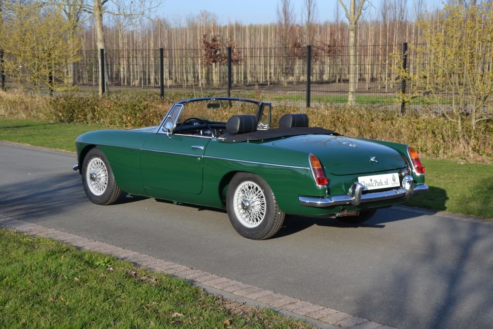 1963 MG B Roadster For Sale (picture 2 of 12)