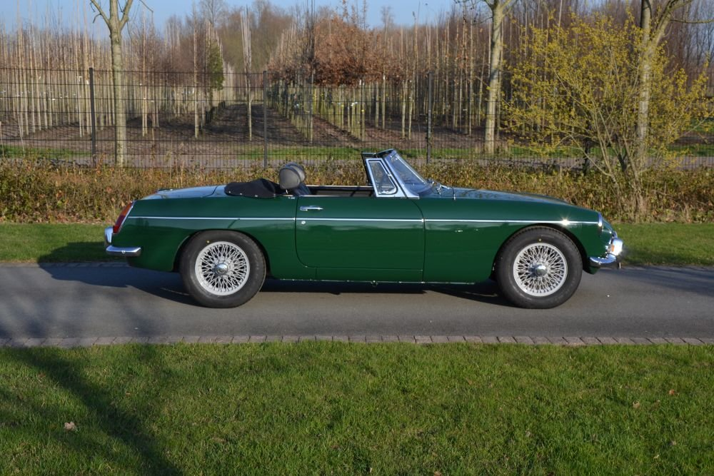 1963 MG B Roadster For Sale (picture 4 of 12)