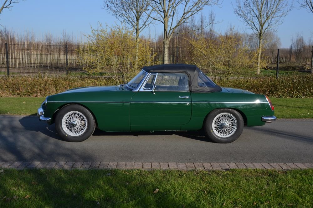 1963 MG B Roadster For Sale (picture 6 of 12)