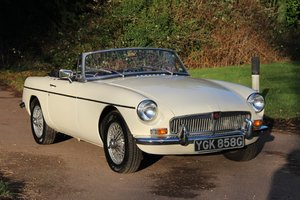 Picture of 1969 MG B Roadster SOLD