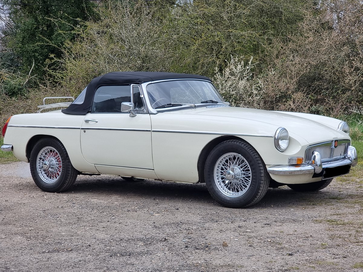 MG B Roadster, 1976, Old English White For Sale (picture 1 of 8)