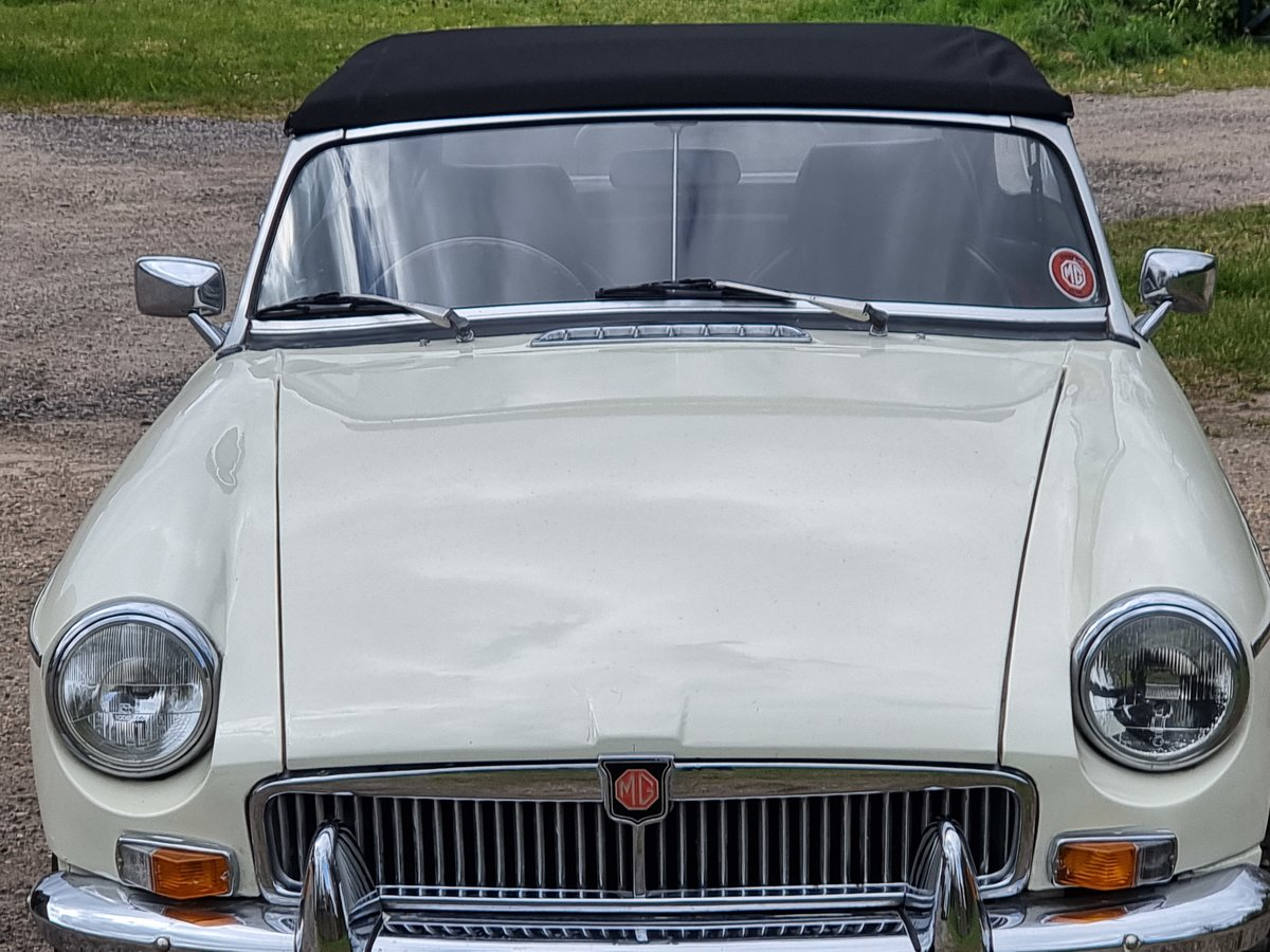 MG B Roadster, 1976, Old English White For Sale (picture 3 of 8)