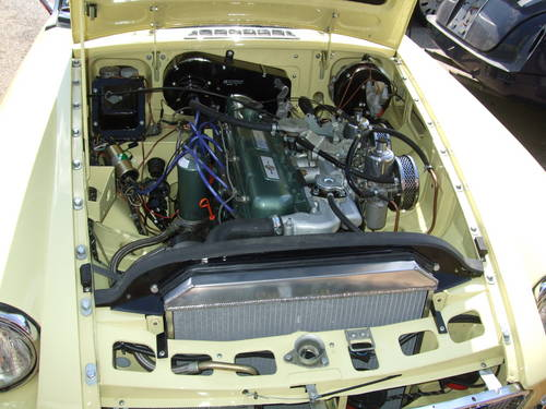 1969 Full nut and bolt restoration MGC Roadster  (picture 2 of 6)