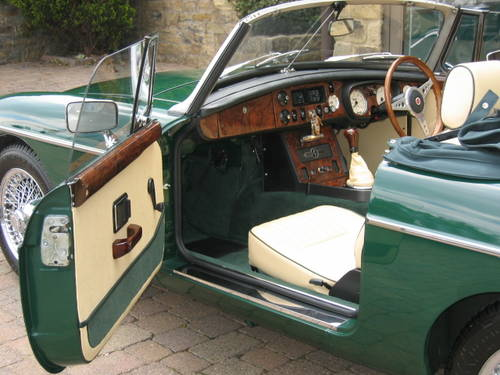 1971 MGB Roadster (£19,000 restoration) SOLD (picture 5 of 6)