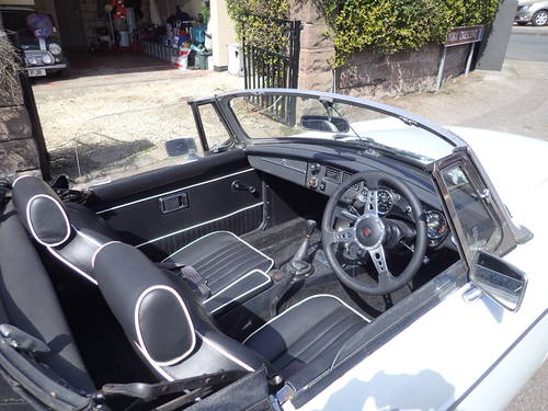 1976 MG B For Sale (picture 2 of 5)