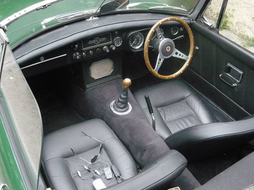 1971 MGB 1.8lt Roadster, older restoration For Sale (picture 5 of 6)