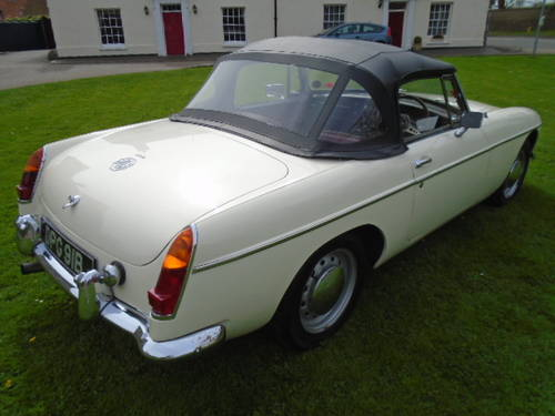 1964 MG B Roadster (early pull handle model) For Sale (picture 3 of 6)