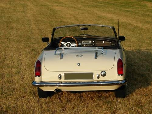MG B Roadster 1964 lhd,    € 24.900,- SOLD (picture 4 of 6)