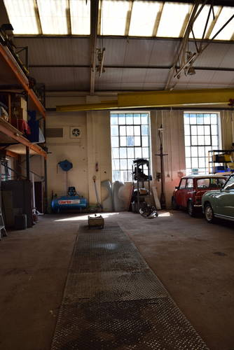 Classic Car Restoration workshop facilities for hire Devon For Hire (picture 1 of 2)