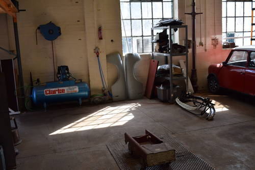 Classic Car Restoration workshop facilities for hire Devon For Hire (picture 2 of 2)