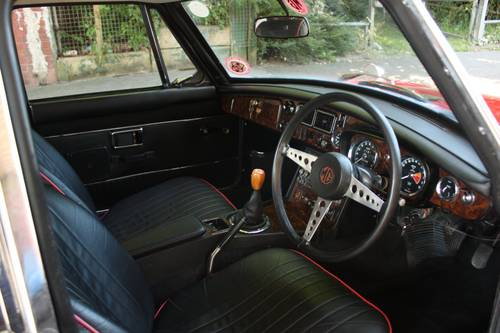 1972 MGB GT - Red, Restored - reliable car - MGBGT MG BGT SOLD (picture 4 of 6)