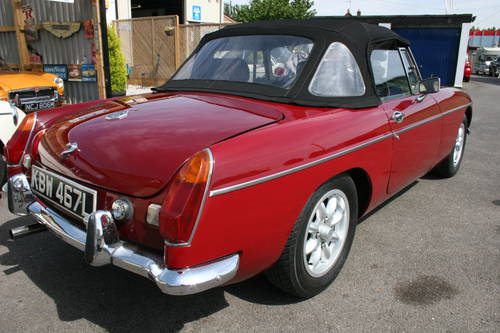 1973 MGB Roadster in damask red SOLD (picture 3 of 6)