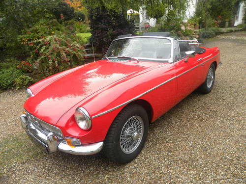 1967 MGB ROADSTER restored with Heritage bodyshell. SOLD (picture 1 of 6)