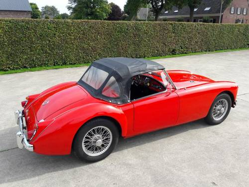 MGA 1600 1961 RED IN BEAUTIFULL CONDITION !!!!! SOLD (picture 5 of 6)