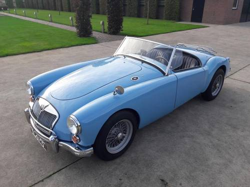 MGA BLEU 1959 1600CC BEAUTIFUL CAR. SOLD (picture 1 of 6)