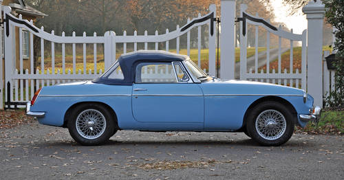 1963 MG MGB Roadster, superbly restored, stunning car SOLD (picture 2 of 6)