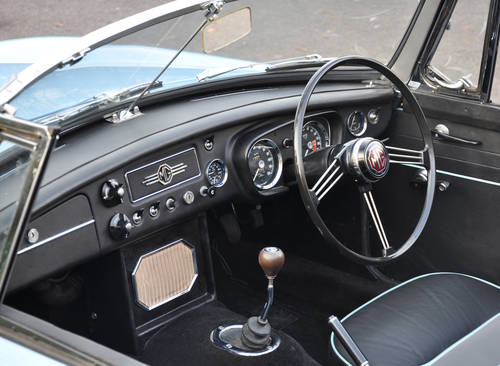 1963 MG MGB Roadster, superbly restored, stunning car SOLD (picture 4 of 6)