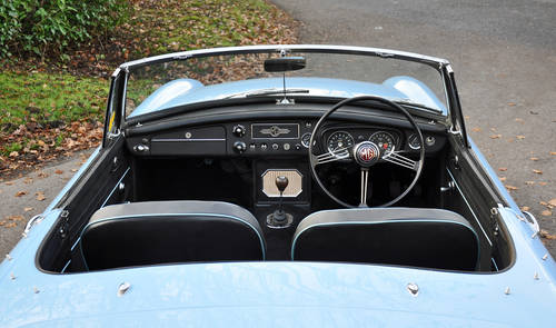 1963 MG MGB Roadster, superbly restored, stunning car SOLD (picture 5 of 6)