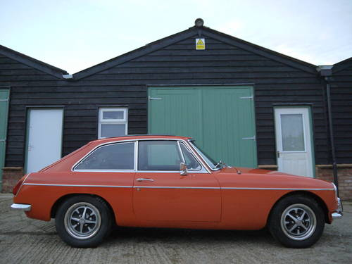 1971 MGB GT AUTOMATIC WITH PAS AND 2000cc ENGINE UPGRADE !! SOLD (picture 3 of 6)