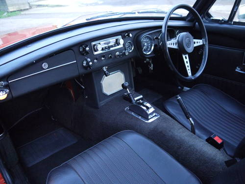 1971 MGB GT AUTOMATIC WITH PAS AND 2000cc ENGINE UPGRADE !! SOLD (picture 5 of 6)