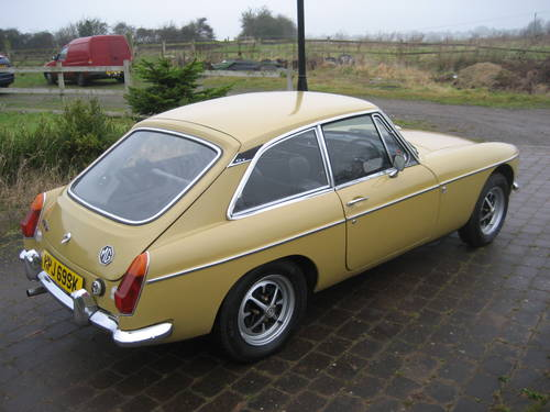 1971 MGB GT  SOLD (picture 3 of 6)