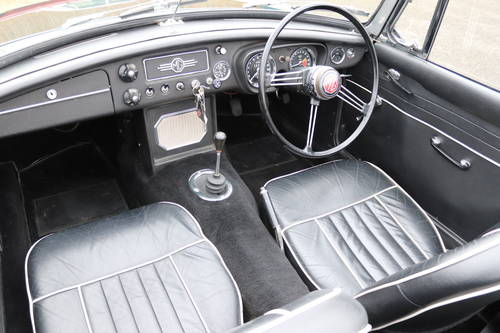 1966 MGB Roadster in dark racing green, show standard paintwork. SOLD (picture 3 of 5)