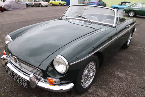1966 MGB Roadster in dark racing green, show standard paintwork. SOLD (picture 4 of 5)