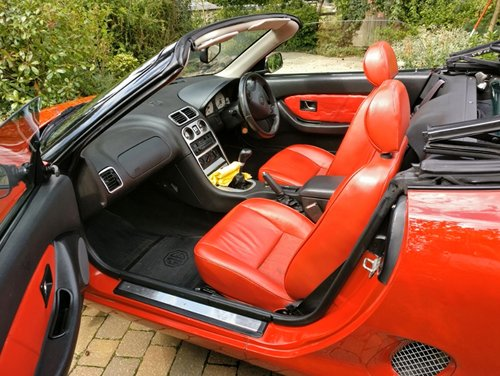 1995 Iconic Red MGF 1.8 VVC hire: Driver Experience Gift Vouchers For Sale (picture 5 of 6)