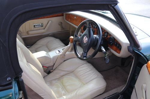 1993 MG RV8 , UK Car in BRG metallic. 31000 miles SOLD (picture 3 of 6)