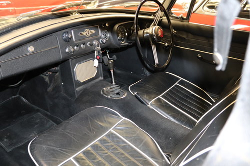 1966 MGB in dark racing green with chrome wires SOLD (picture 3 of 5)