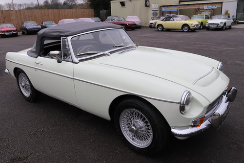 1968 MGC Roadster in snowberry white SOLD (picture 1 of 6)