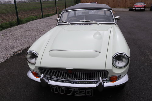 1968 MGC Roadster in snowberry white SOLD (picture 3 of 6)