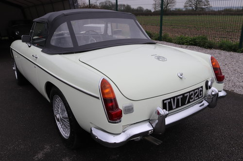 1968 MGC Roadster in snowberry white SOLD (picture 5 of 6)