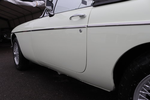 1968 MGC Roadster in snowberry white SOLD (picture 6 of 6)