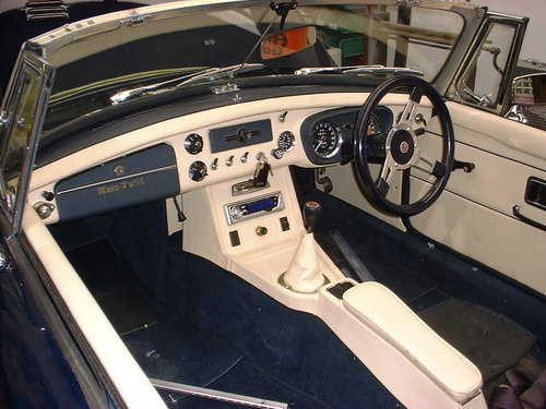 1972 MGB Roadster with Sebring valances stunning condition For Sale (picture 1 of 6)