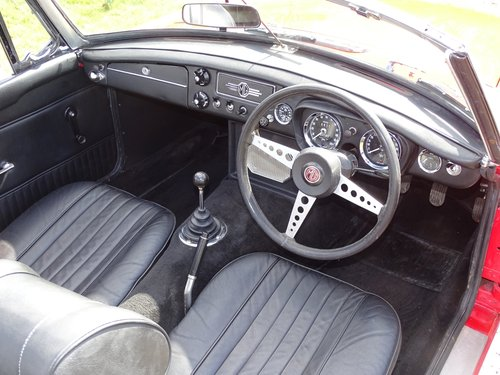 1970 Outstanding MGB Roadster,superb driver's car! SOLD (picture 4 of 6)