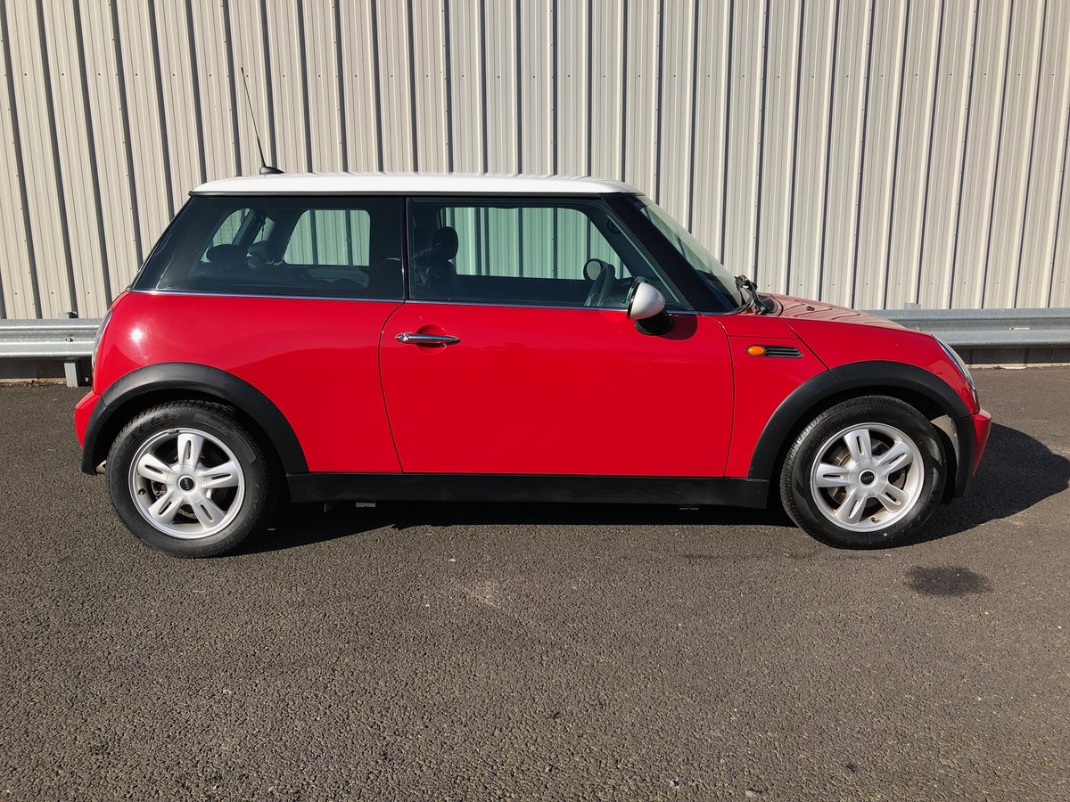 2006 55 MINI HATCH COOPER 1.6 114 BHP For Sale (picture 2 of 6)