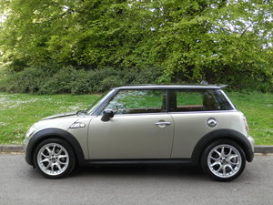 MINI COOPER S.. TOP SPEC + PAN ROOF + SAT NAV + FSH