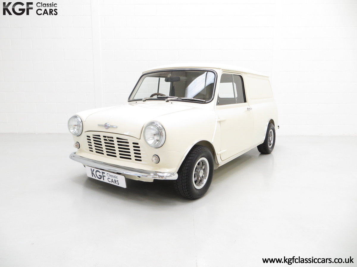 1969 A Delightful BMC Morris Mini Van Professionally Restored SOLD (picture 2 of 6)