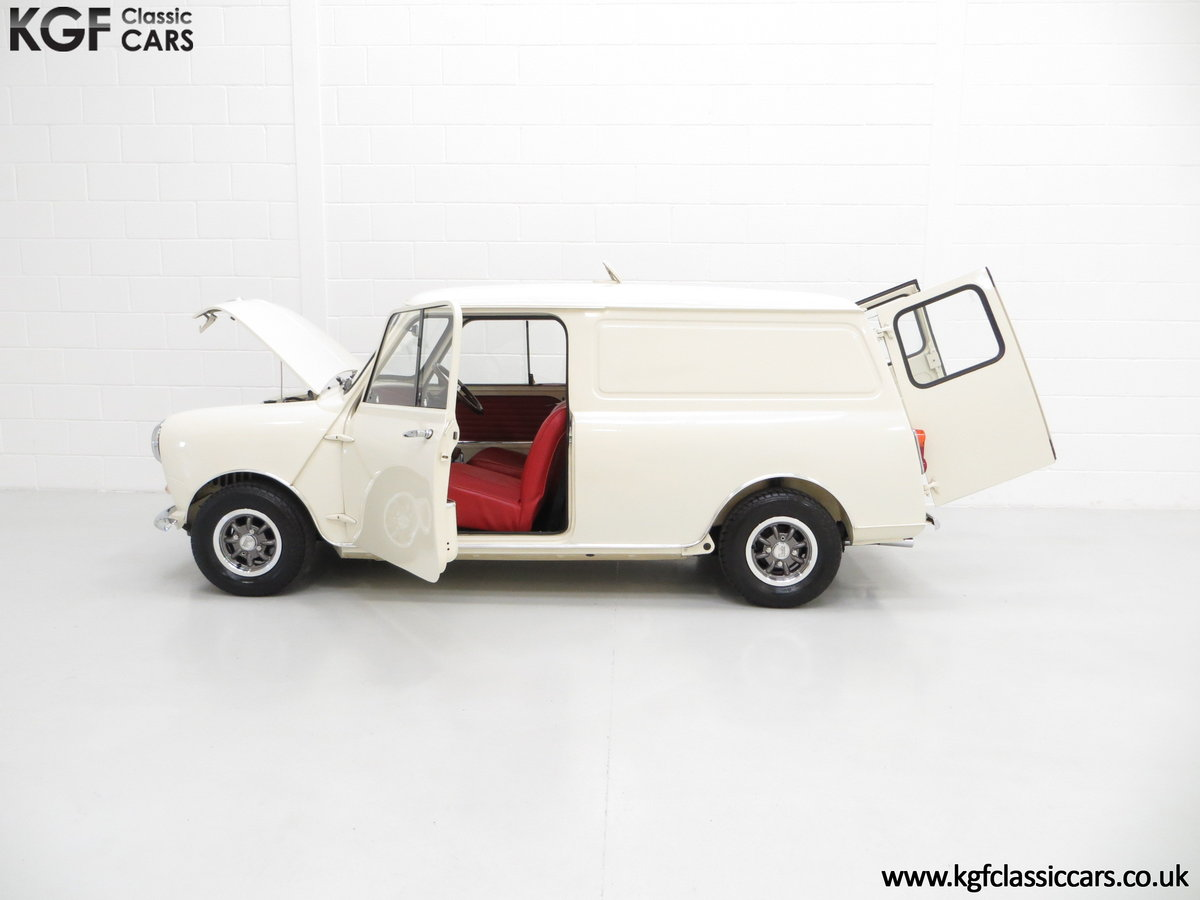 1969 A Delightful BMC Morris Mini Van Professionally Restored SOLD (picture 3 of 6)