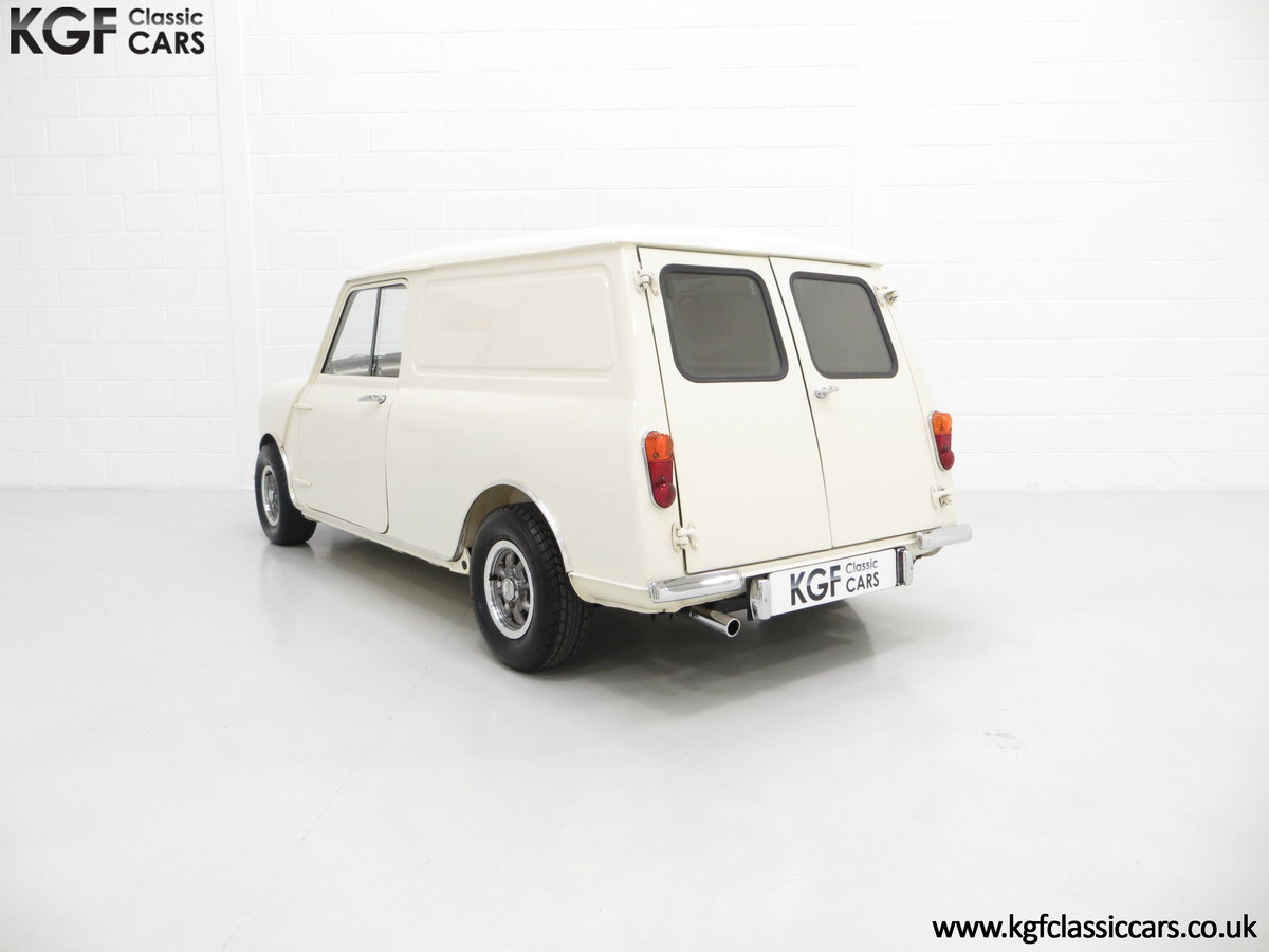 1969 A Delightful BMC Morris Mini Van Professionally Restored SOLD (picture 4 of 6)