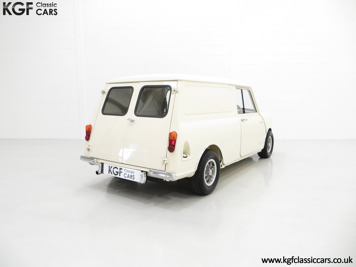 1969 A Delightful BMC Morris Mini Van Professionally Restored SOLD (picture 5 of 6)