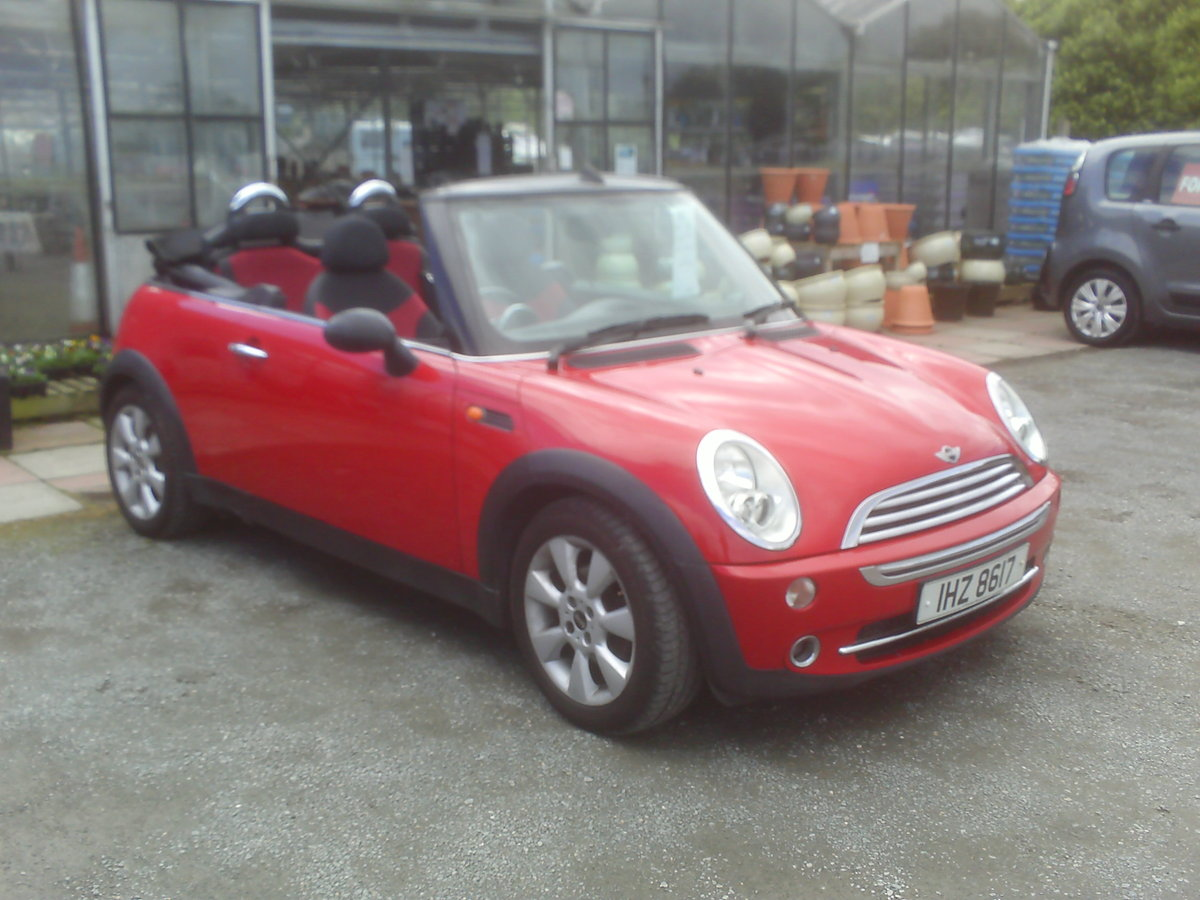 2004 MINI CONVERTIBLE SUMMER FUN  For Sale (picture 1 of 6)